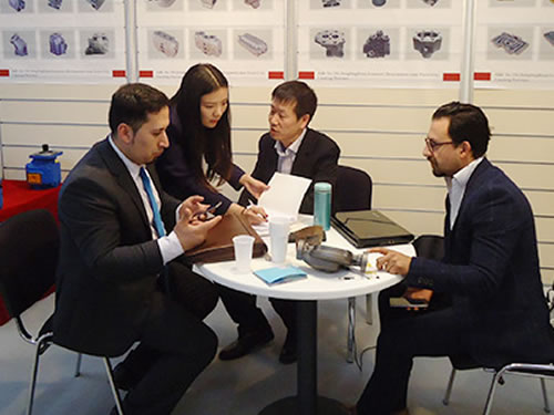 National, internal and external exhibitions, understand the industry dynamics, show the company elegant demeanor.